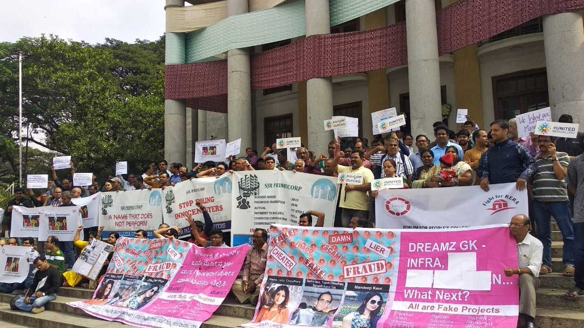 The protesters, under the banner of Fight for RERA and Forum for People's Collective Efforts (FPCE), said the government has watered down certain provisions of the Act, which, the protestors said, were detrimental to the homebuyers. (Image courtesy: Twitter)