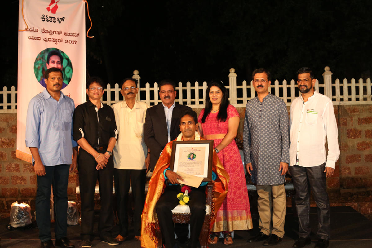 The Leo Rodrigues Family Kittall Youth Award 2017 was given to writer Roshu Bajpe.