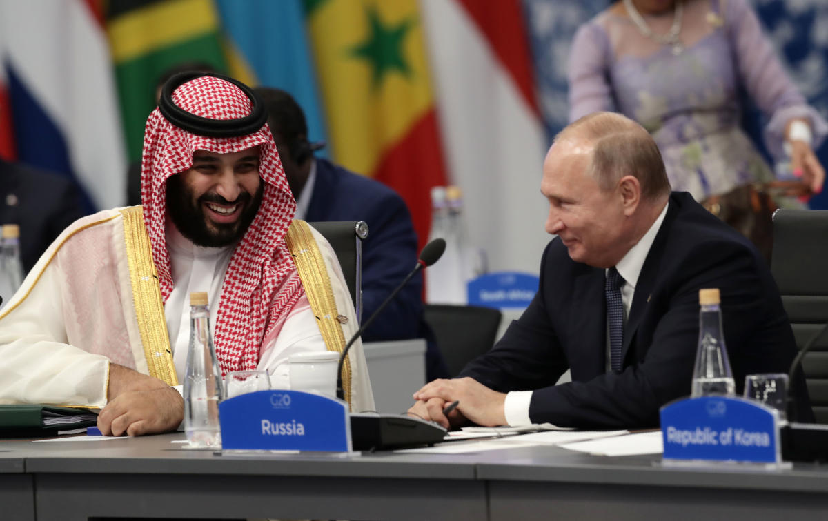 In an image that quickly went viral online, Russian President Putin and the 33-year-old prince grinned broadly and gave each other an effusive handshake as if they were long-lost friends reunited at the G20. AFP Photo