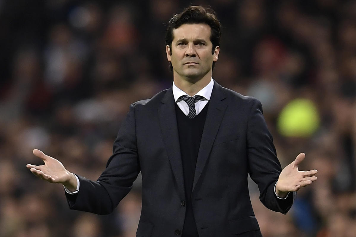 Real Madrid's Argentinian coach Santiago Solari reacts during the Spanish league football match between Real Madrid and Valencia at the Santiago Bernabeu stadium in Madrid on December 1, 2018. (AFP Photo)
