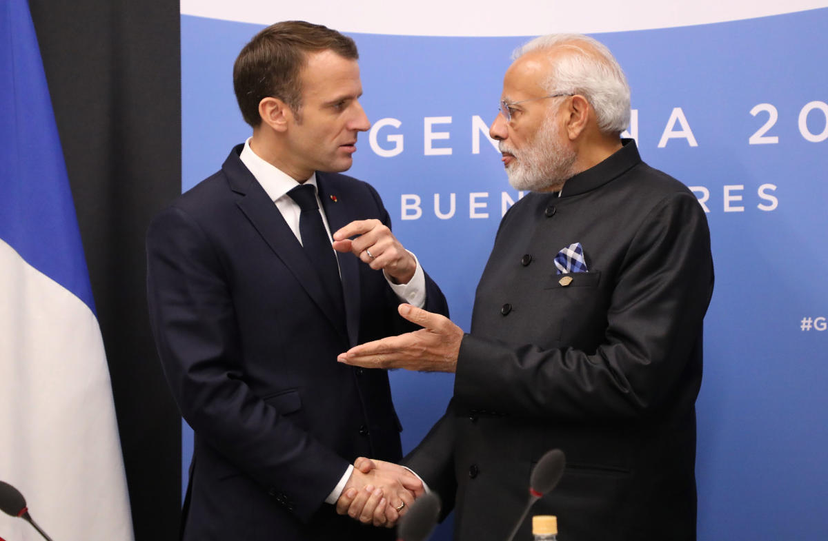 France's President Emmanuel Macron (L) and India's Prime Minister Narendra Modi speak during a bilateral meeting on the second day of the G20 Leaders' Summit in Buenos Aires, on December 01, 2018. (AFP Photo)