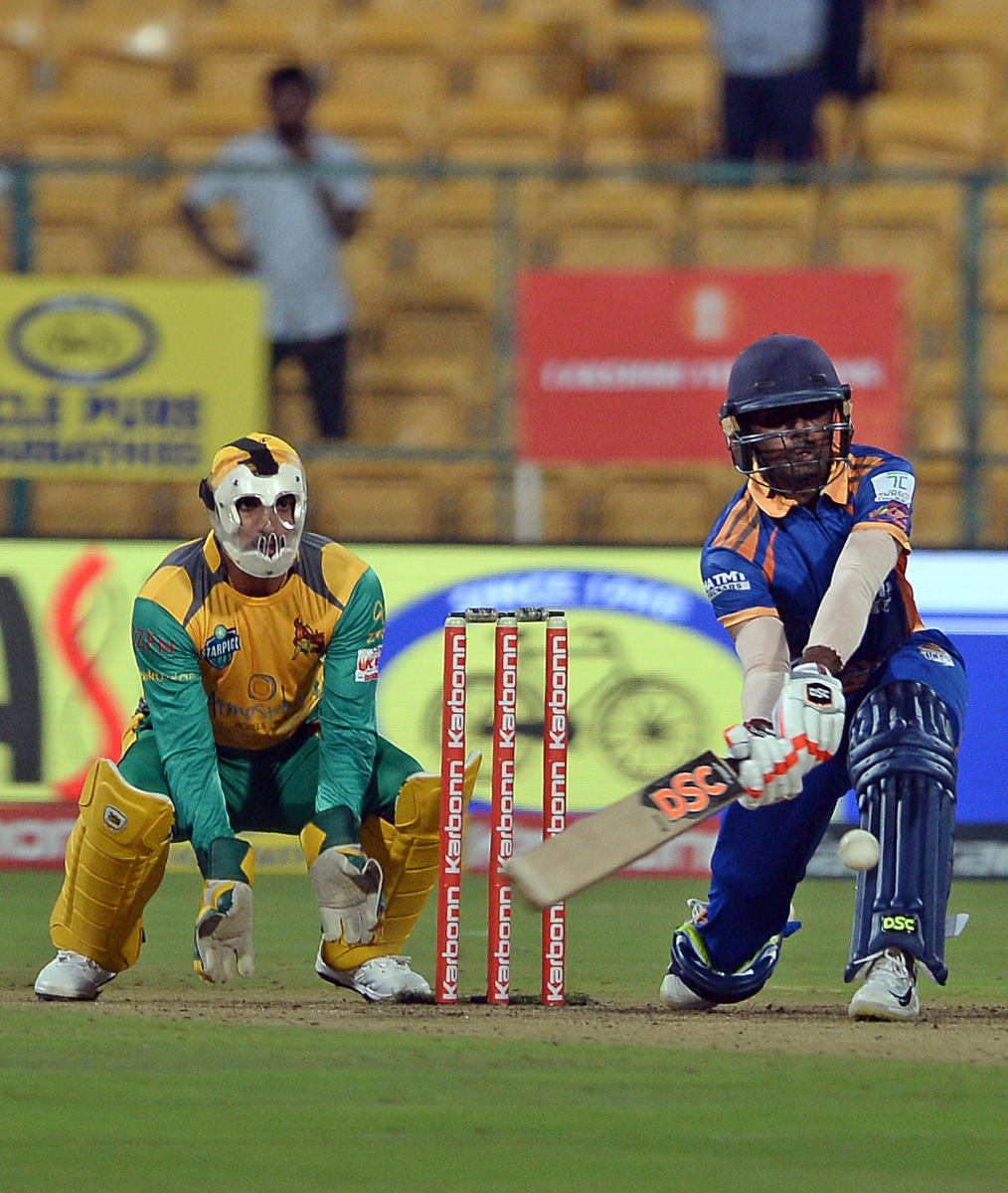 SOLID Hubli Tigers will pin their hopes on Mohammad Taha (right) to get them off to a good start when they face Shivamogga Lions on Sunday. DH FILE PHOTO