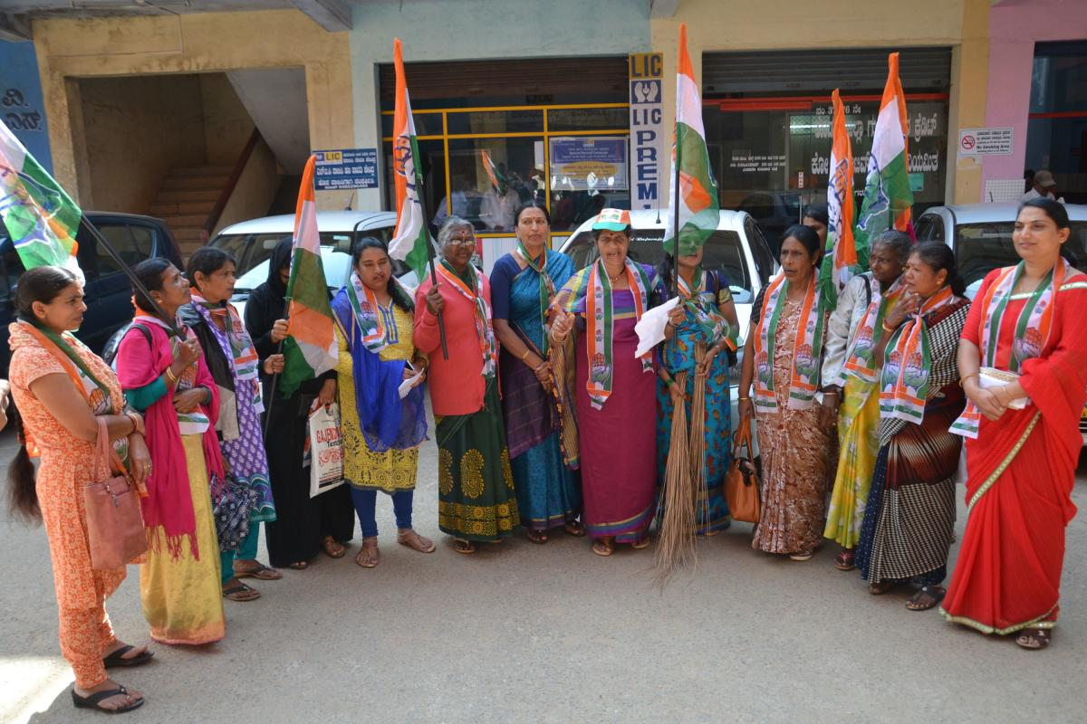 Congress members of the City Municipal Council stage a protest in front of the CMC office in Madikeri on Monday.