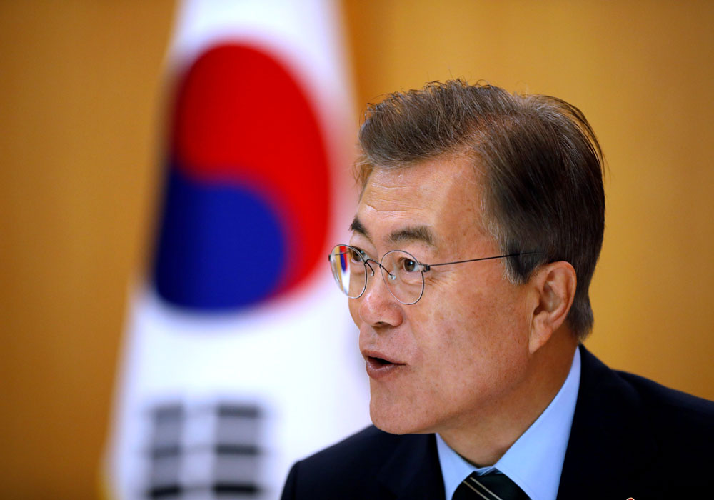 President Moon Jae-in's office quoted Moon as saying that Trump asked him to convey those messages to the North Korean leader if he visits Seoul this year as he promised. (Reuters file photo)