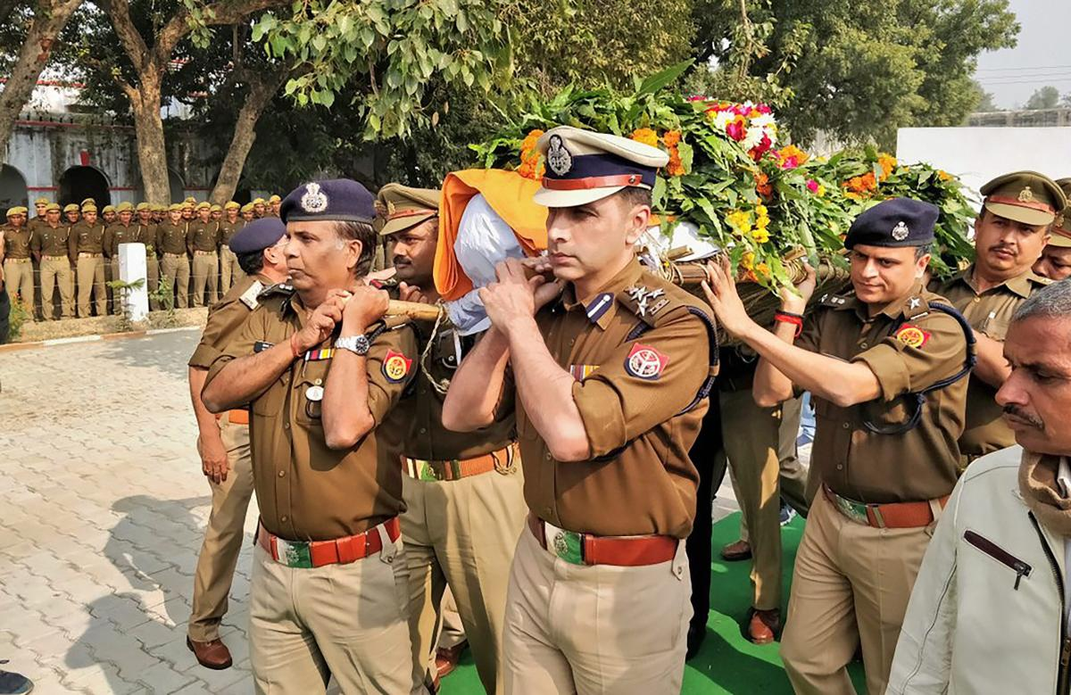 Police officials carry the mortal remains of Police Inspector Subodh Kumar Singh, after the wreath-laying ceremony in Etah, Tuesday, Dec. 04, 2018. Singh was killed during violent clashes that erupted over the alleged illegal slaughter of cattle, in Bulandshahr yesterday. (Twitter Photo via PTI)
