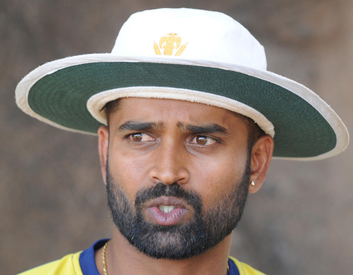 Karnataka skipper R Vinay Kumar felt his team could have bowled better in the first innings. DH File Photo