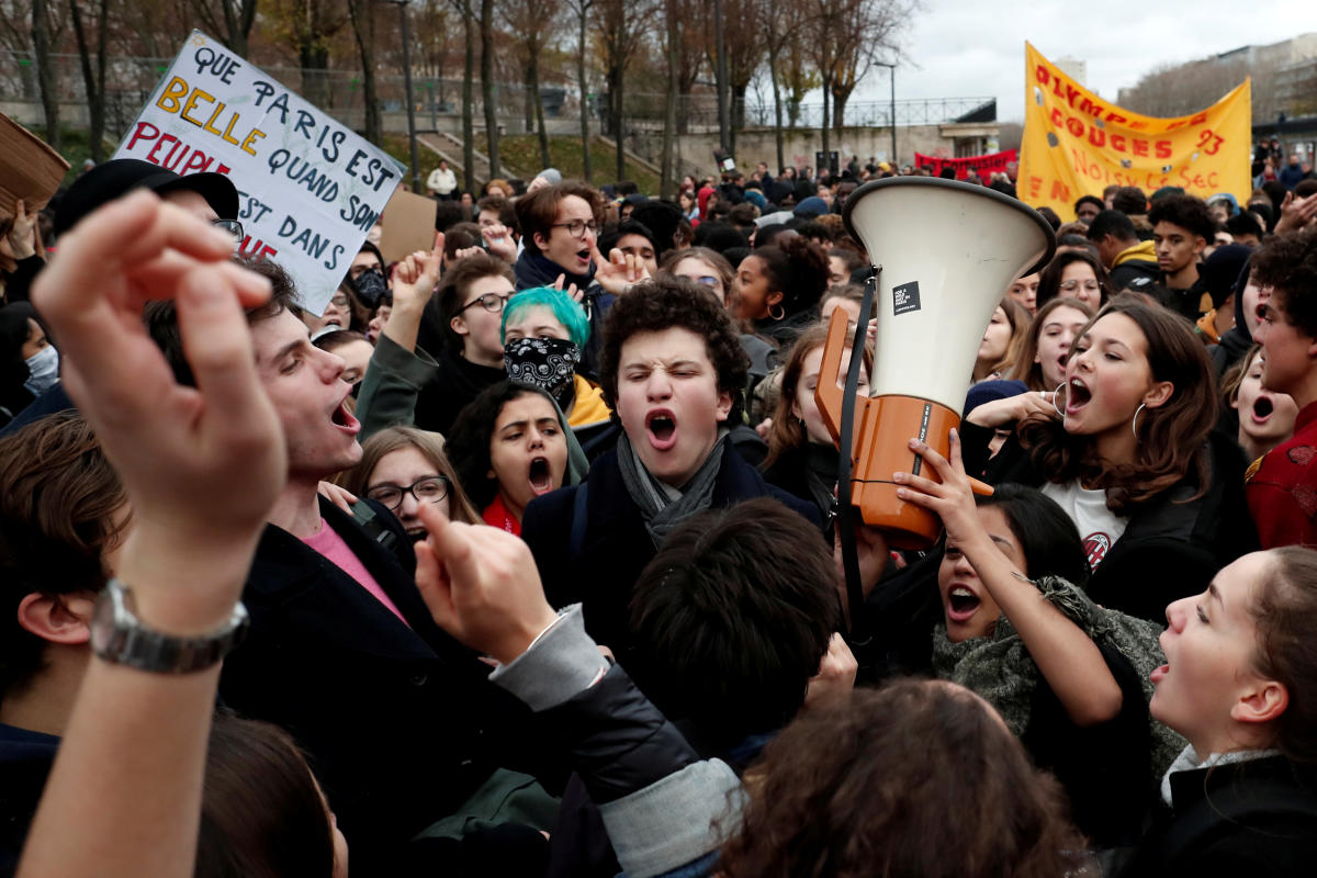 Youths and high school students attend a demonstration to protest against the French government's reform plan, in Paris, France, December 7, 2018. (REUTERS)
