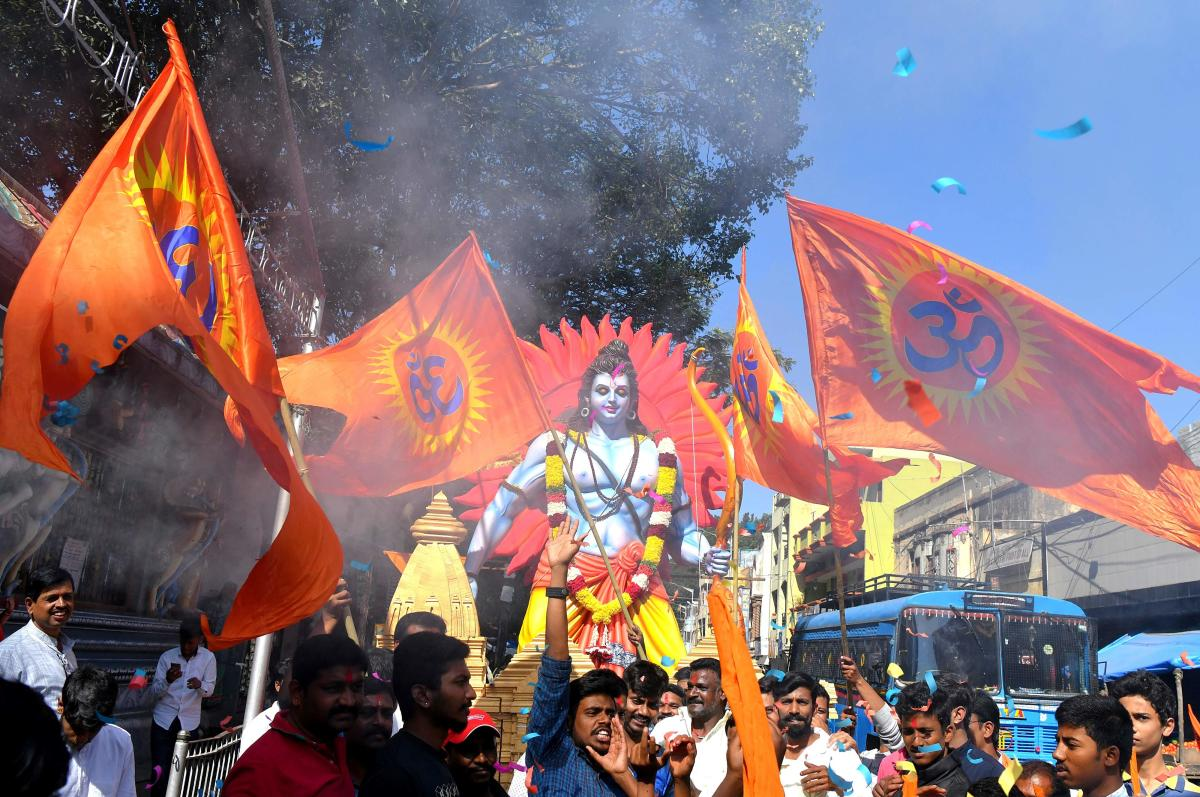 """A statue of Hindu god Rama is pictured during a rally prior to a public meeting """"Janagraha Sabhe"""", in Bangalore on December 2, 2018. - The public meeting was held seeking public support in the construction of Ram Temple in Ayodhya. (Photo by MANJUNATH KIR"""