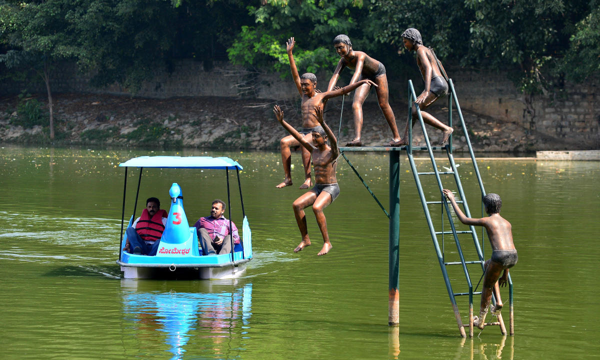 City residents and tourists alike can now enjoy the breathtaking vista around the 1,400-year-old Yediyur Lake in South Bengaluru, as the BBMP launches boating services on the famous waterbody. DH photo