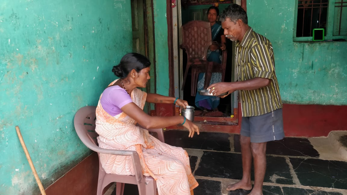 Geethanjali, who is afflicted by Skeletal Fluorosis, has now been assured of free treatment by the health department for the next three months. The 35-year-old, who has been immobilised waist down, had stopped availing treatment, as she couldn't afford it. (DH Photo/Ashwini Y S)