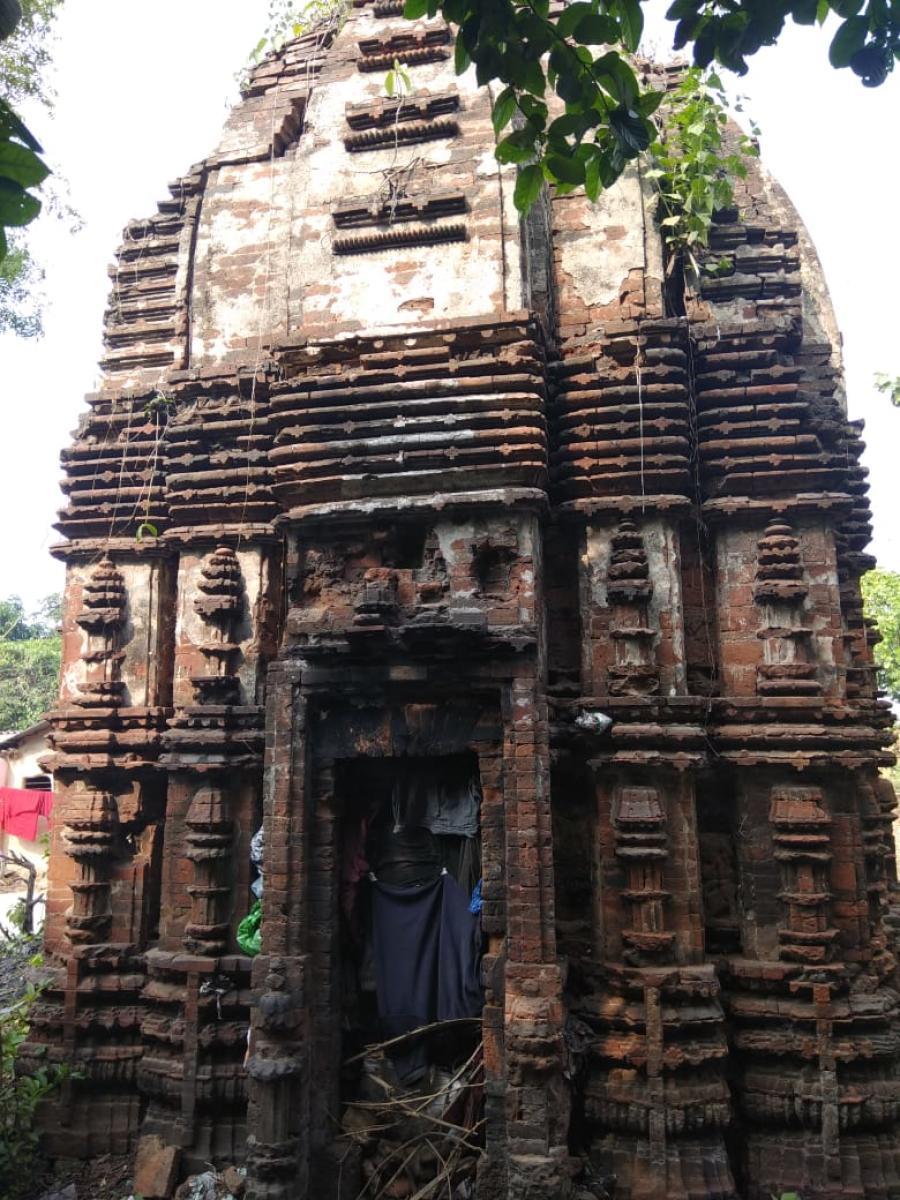 An ancient crumbling building in Bengal's Bankura district (Photo Credit: MAKAUT)