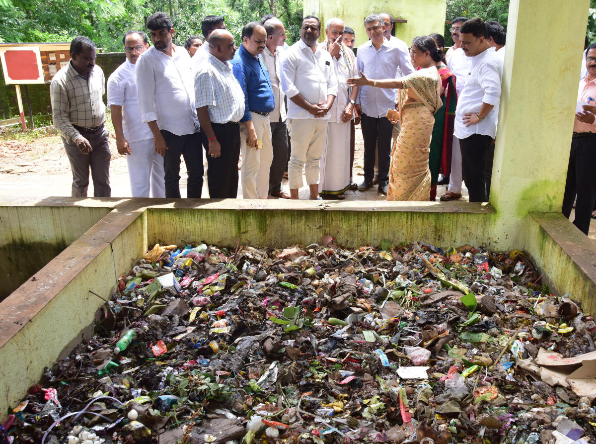 Minister for Rural Development and Panchayat Raj Krishna Byre Gowda inspects the solid waste management unit at Golthamajalu in Bantwal taluk on Tuesday.