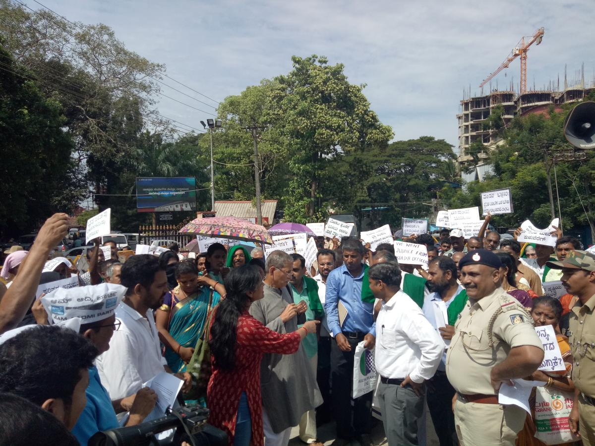 Deputy Commissioner Sasikanth Senthil met the protesting farmers, fishermen and members various organisations, in front of DC's office in Mangaluru on Monday.