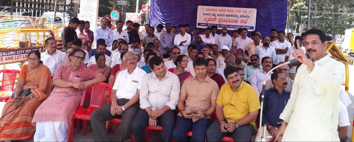 Dakshina Kannada MP Nalin Kumar Kateel addresses protesters, in front of the office of the deputy commissioner in Mangaluru on Friday.