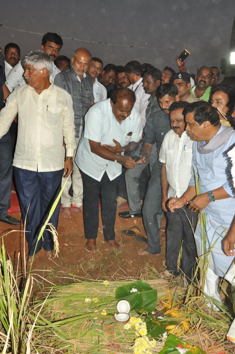 CM H D Kumaraswamy performs puja to the paddy field and launches harvest at Sitapura in Pandavapura taluk, Mandya.
