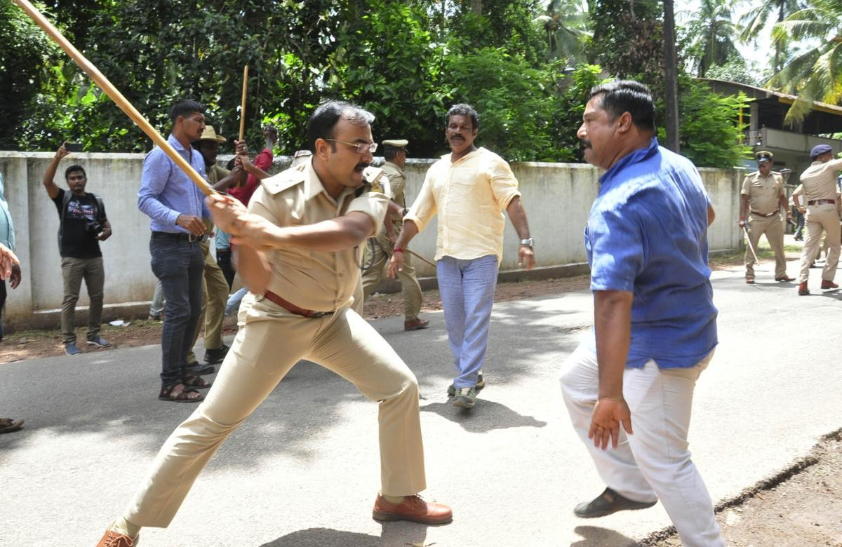 SP Laxman Nimbargi resorts to lathi charge during a clash between BJP and Congress workers, in Udupi on Monday.