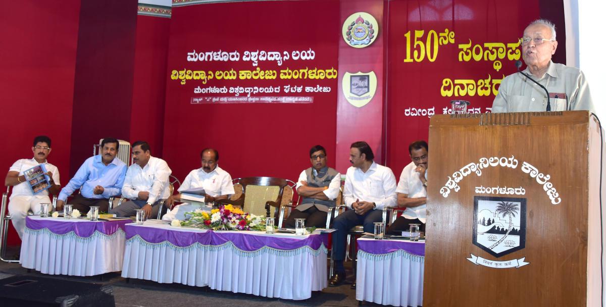 Former vice chancellor of Mangalore University M I Savadatti speaks at the 150th Foundation Day programme of University College at Ravindra Kala Bhavan in Mangaluru on Thursday.