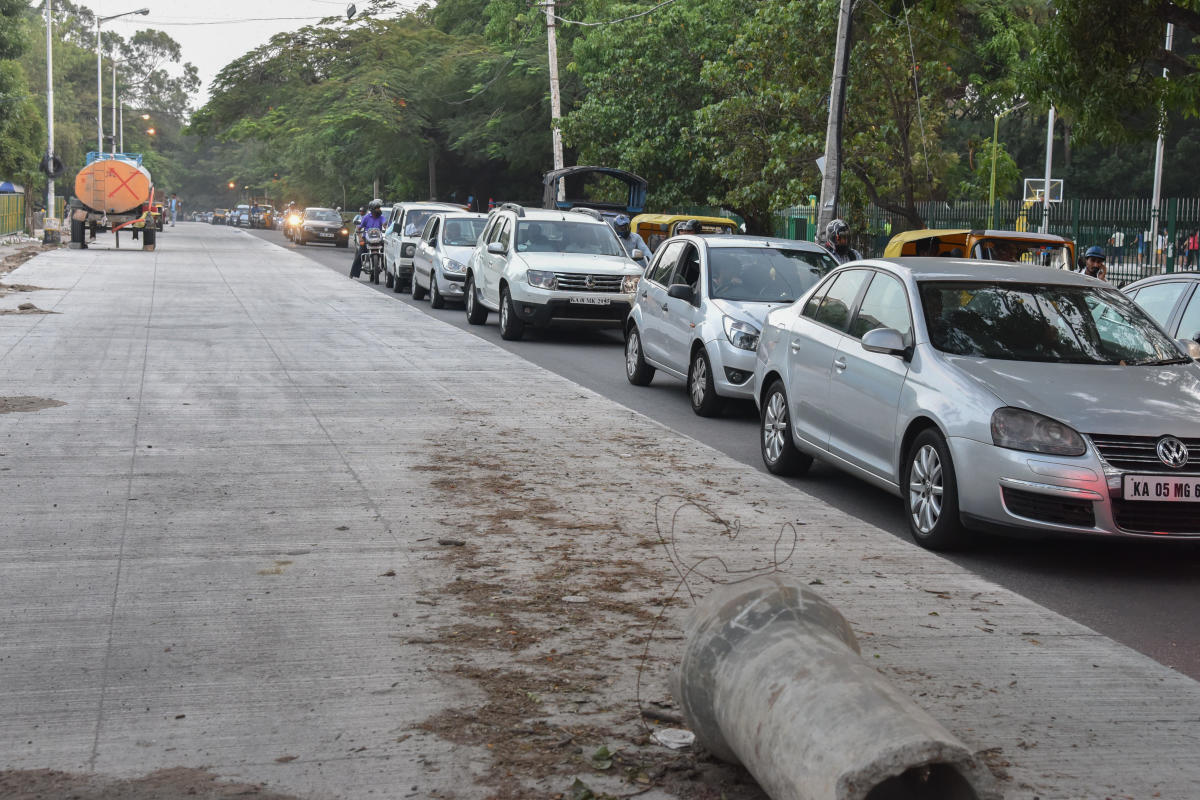 The arterial road between Armugam Circle and the petrol bunk is only partly operational.