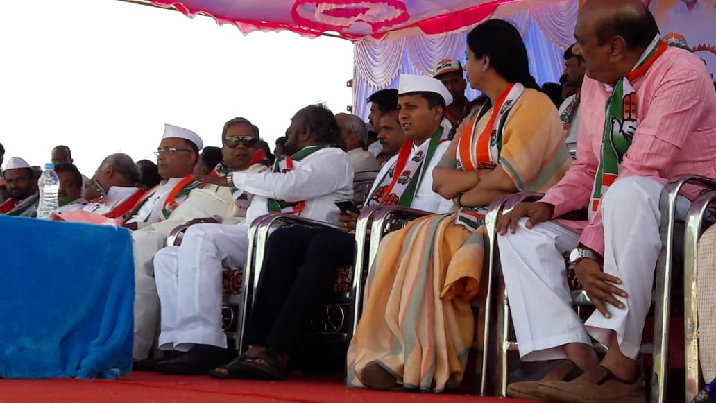 Congress leaders with the candidate in Jamakhandi Assembly constituency Anand Nyamgouda during an election rally in the constituency. (Courtesy: Twitter/INCKarnataka)