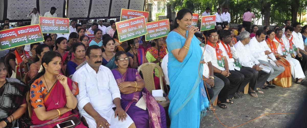 Udupi-Chickmagalur MP Shobha Karandlaje addresses the protesters in Udupi on Friday.