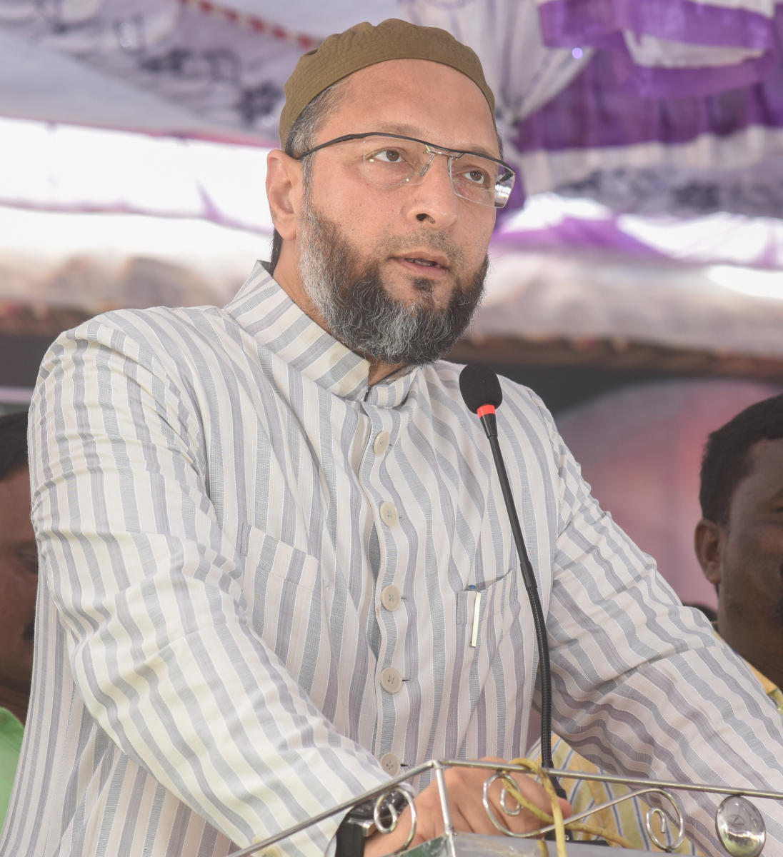 """Slamming the order, Owaisi tweeted, """"UP cops literally showered petals for Kanwariyas, but namaz once a week can mean disrupting peace & harmony"""". (File Photo)"""