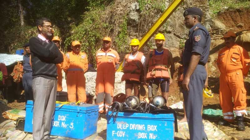 NDRF personnel gearing up to enter the coal mine pit in Meghalaya on Wednesday. (Photo by Sannio Siangshai)