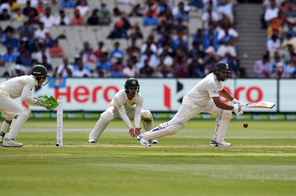 India's batsman Rohit Sharma (R) plays a defensive shot as Australia's wicketkeeper Tim Paine (L) looks on during day two of the third cricket Test match between Australia and India in Melbourne on December 27, 2018. (AFP Photo)