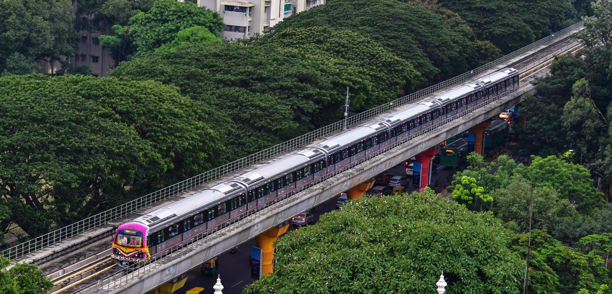 A release from Bangalore Metro Rail Corporation Limited said the frequency of trains during the extended hours will be 15 minutes. (DH File Photo)