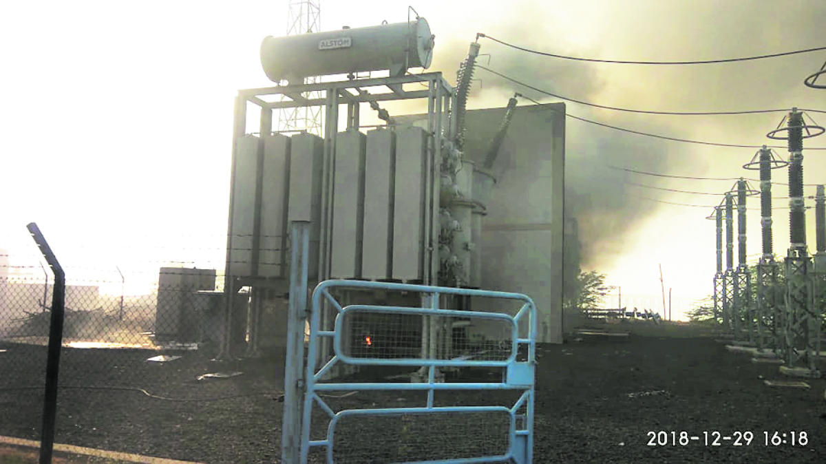 Thick clouds of smoke emanate from pump house at Baluti village in Vijayapura district on Saturday. DH Photo
