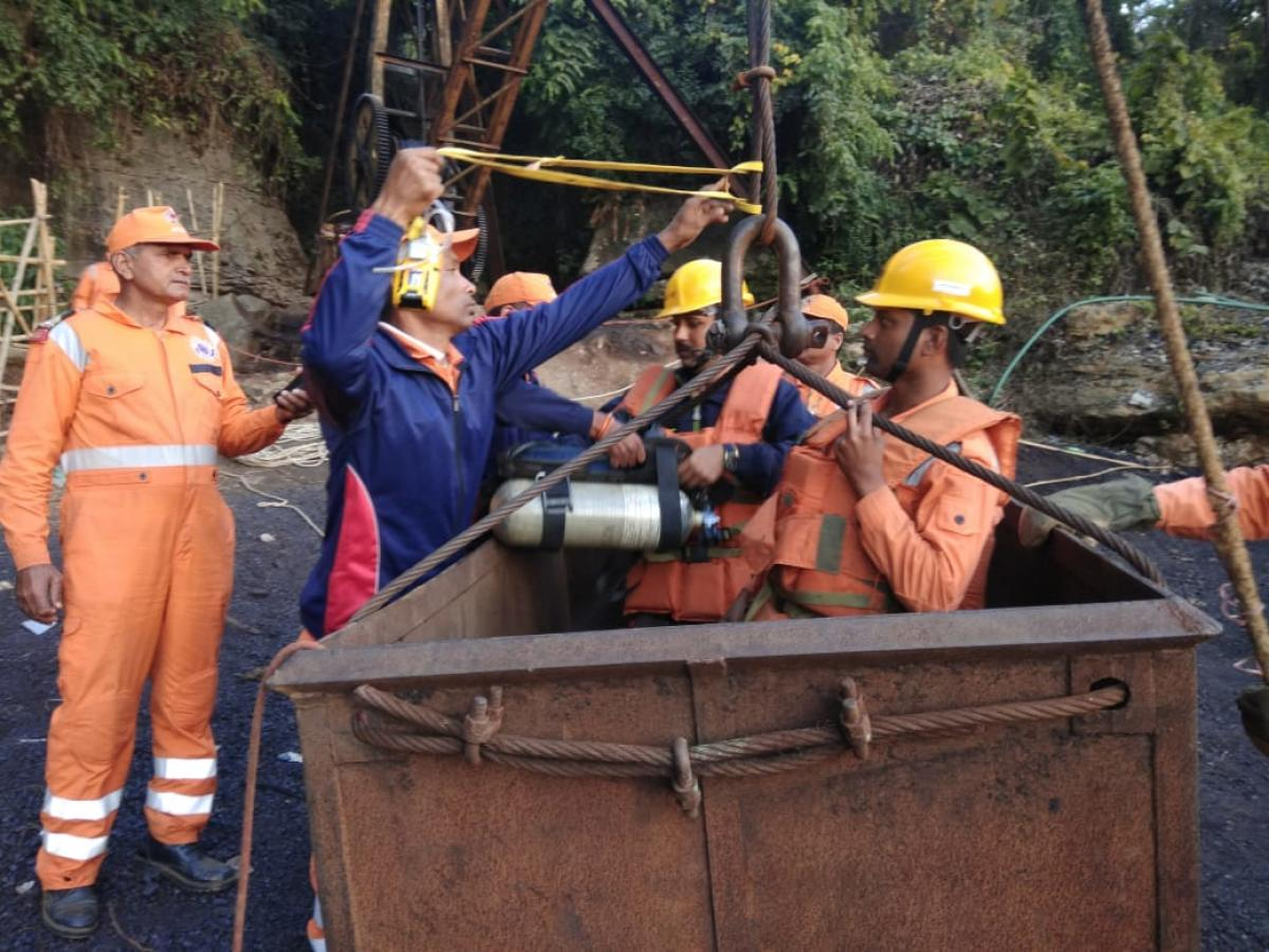 Navy and NDRF divers getting into a coal mine on Tuesday to check water level. Photo by Anuwar Ali Hazarika
