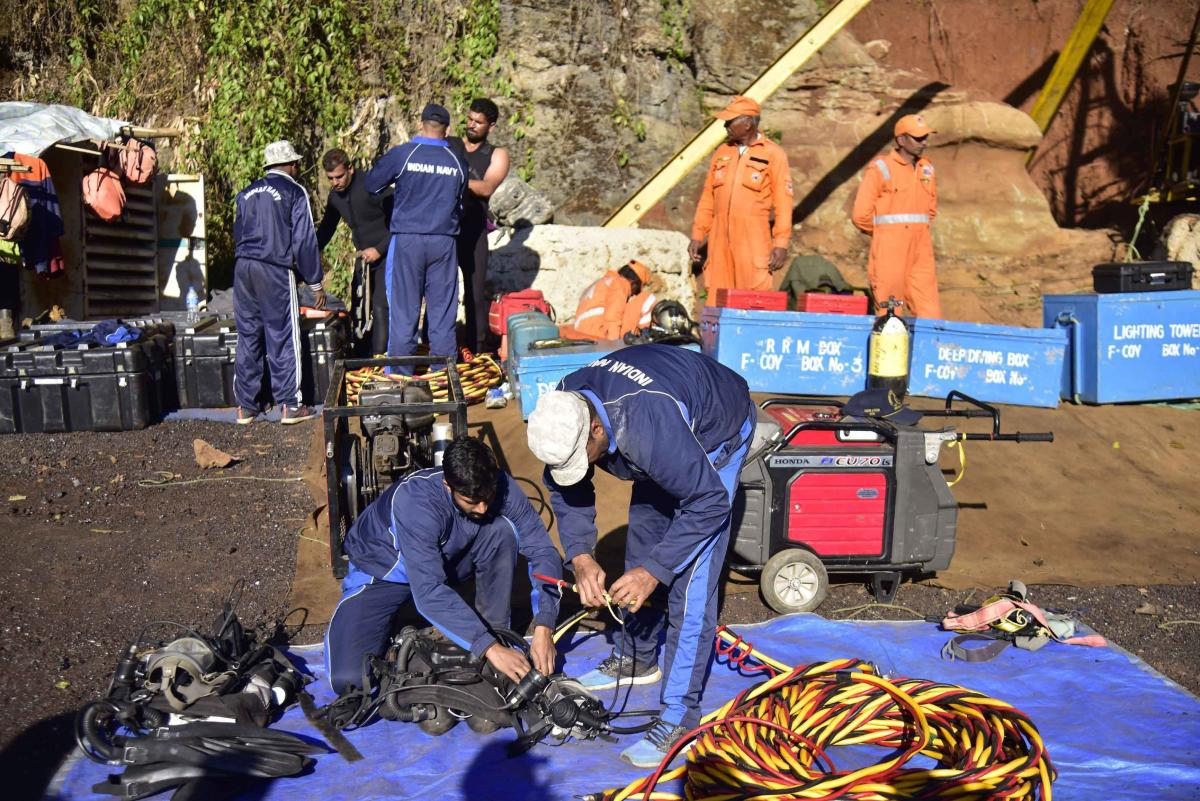 Jaintia Hills: Navy and NDRF personnel conduct rescue task at the site of a coal mine collapse at Ksan, in Jaintia Hills district of Meghalaya, Sunday, Dec. 30, 2018. (PTI Photo) (PTI12_30_2018_000162A)