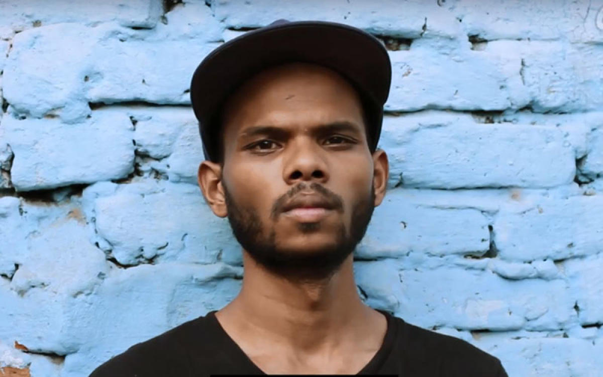Rapper Sumeet Samos, who recently released a hip-hop video 'Ladai Seekh Le' on caste discrimination. (Video Grab)