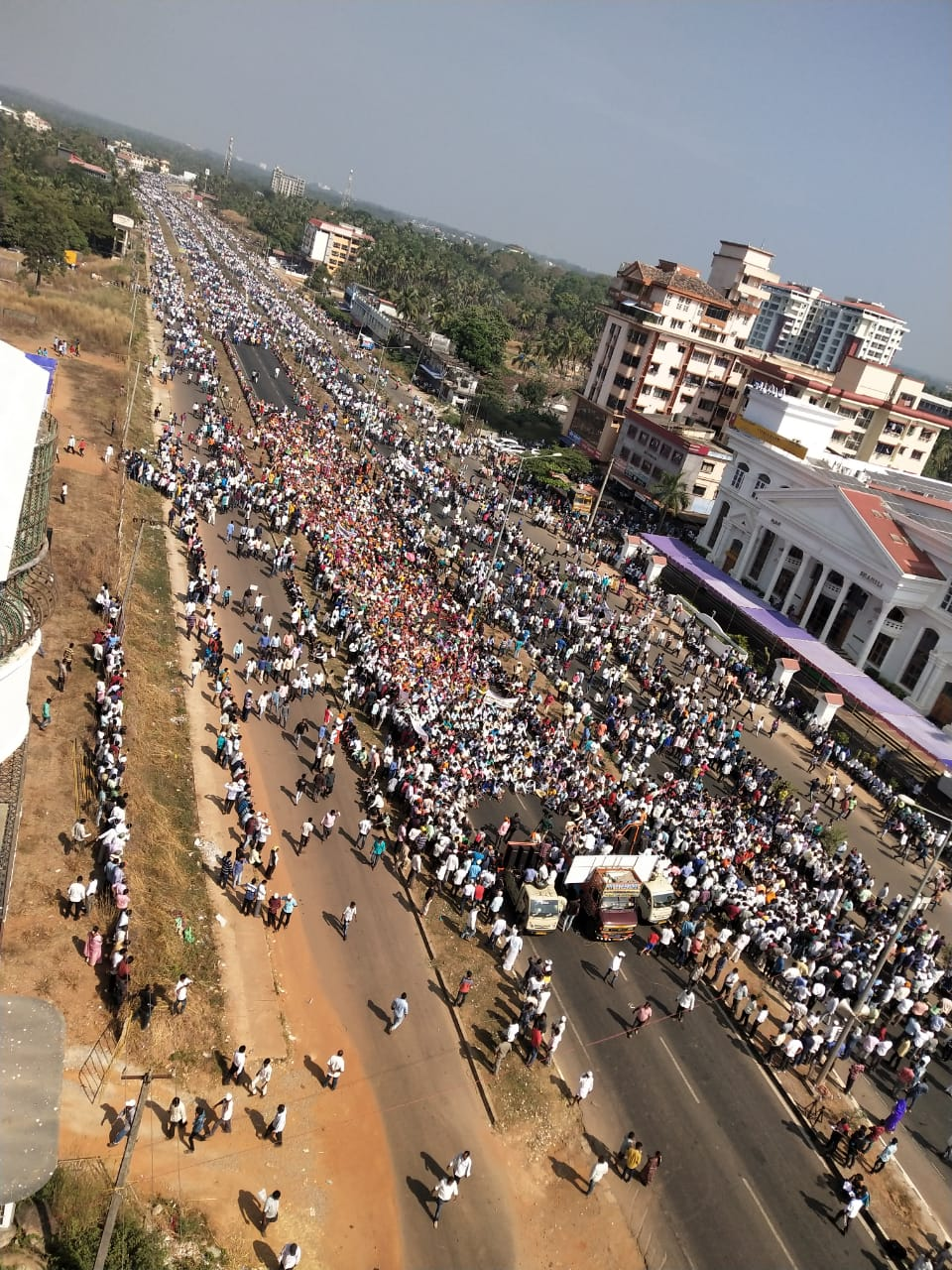 Hundreds of fishermen from DK, Udupi took out a procession Malpe shore to Karavali Bypass as a part of the protest.