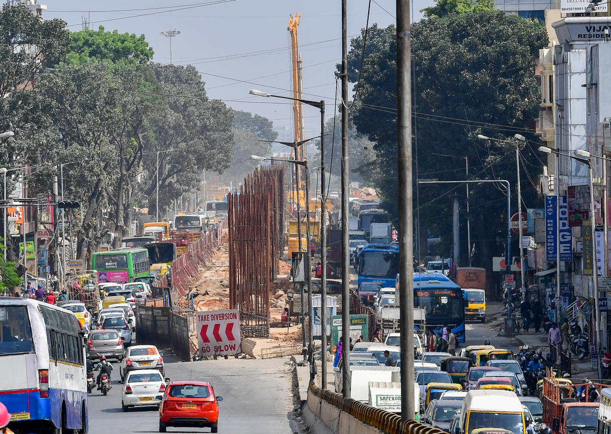 Chaos all around: Metro work on the Outer Ring Road near BTM Layout has badly hit traffic. (DH File Photo)