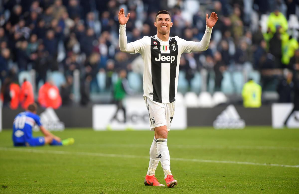 Soccer Football - Serie A - Juventus v Sampdoria - Allianz Stadium, Turin, Italy - December 29, 2018 Juventus' Cristiano Ronaldo celebrates victory after the match REUTERS/Massimo Pinca