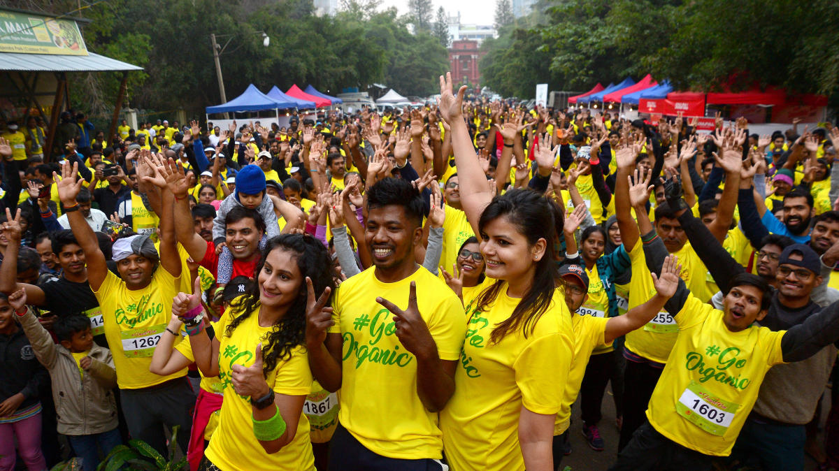 People take part in Smart Run-2019 in Cubbon Park on Sunday to promote organics and millets. DH PHOTO/RANJU P