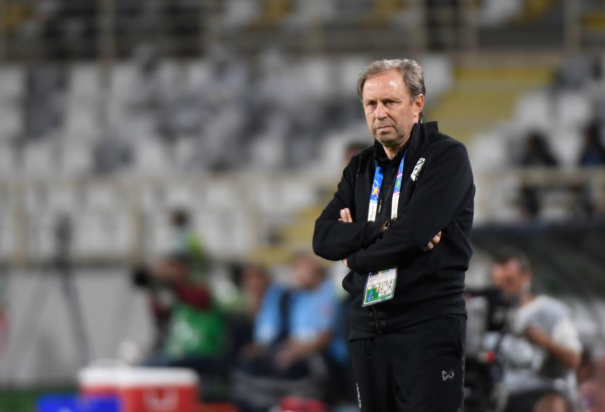 Thailand's coach Milovan Rajevac looks on during the 2019 AFC Asian Cup Group A football game between Thailand and India at the Al Nahyan Stadium stadium in Abu Dhabi on January 6, 2019. (AFP Photo)