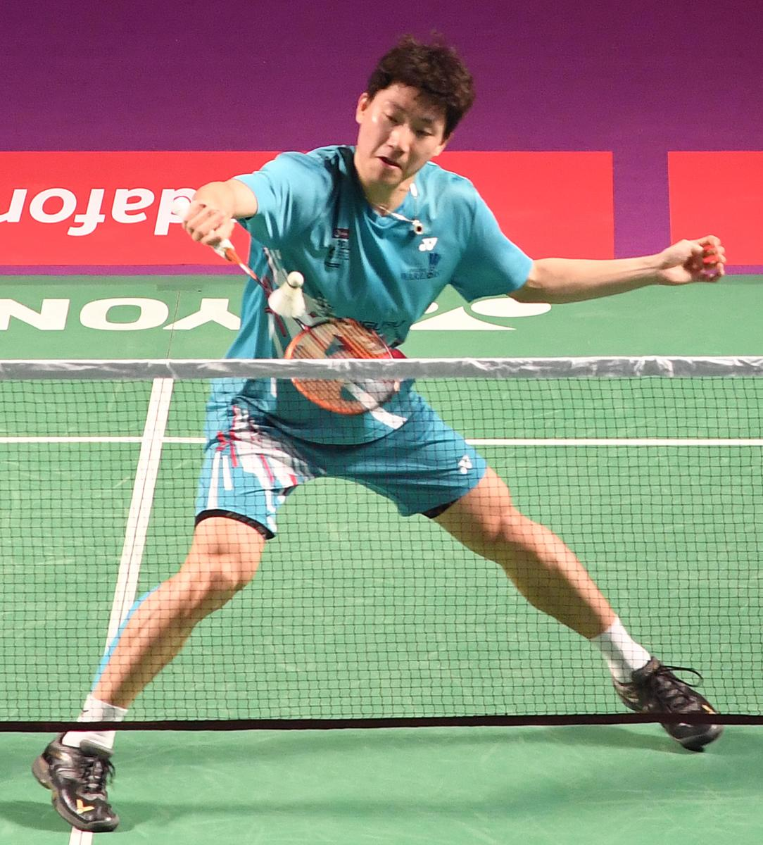 IN CONTROL Lee Dong Keun of Awadhe Warriors en route to his win against We Feng Chong of Chennai Smashers in a PBL clash in Bengaluru on Monday. DH Photo/ Srikanta Sharma R