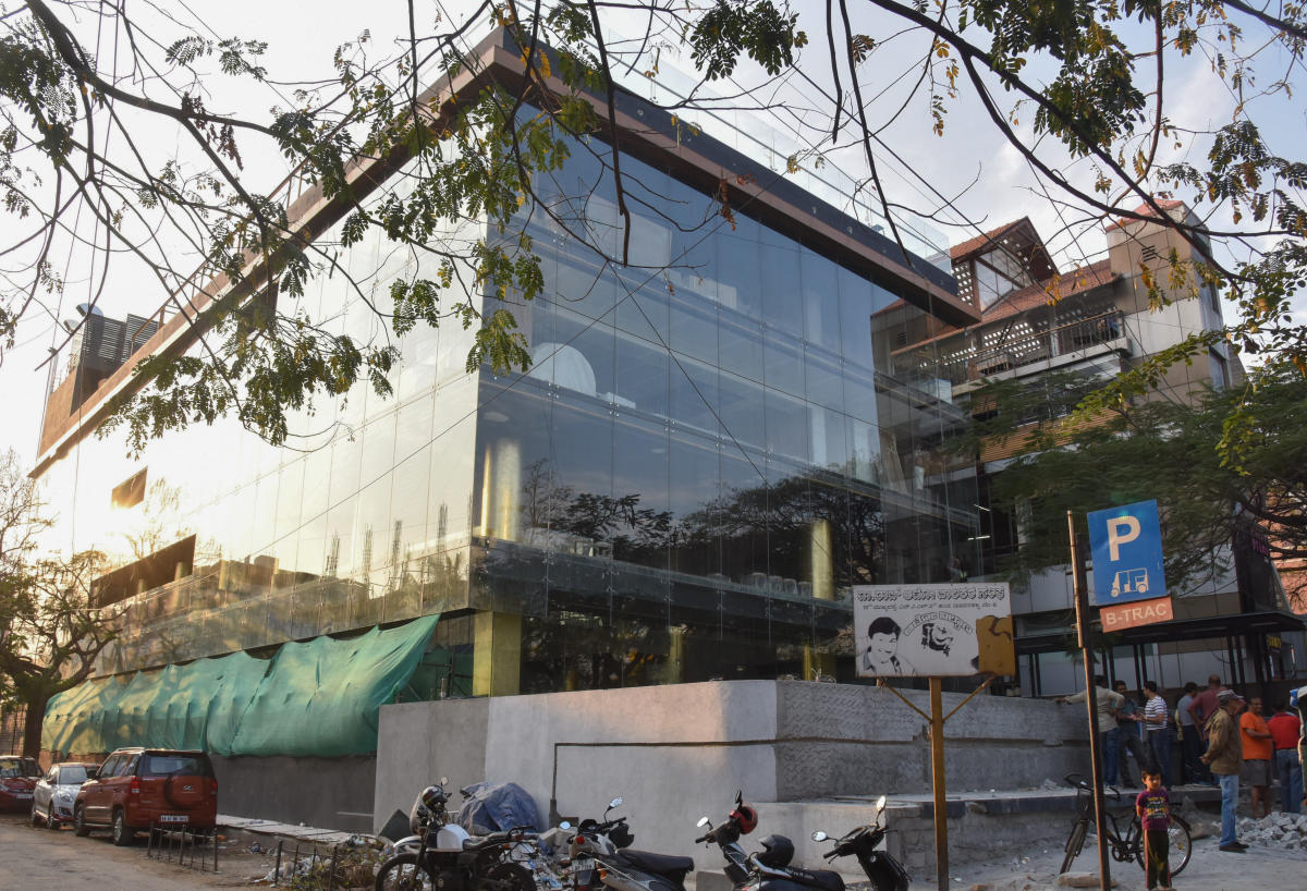 A building on Indiranagar 100 Feet Road that is accused of violating bylaws. Similar violations have been witnessed in other residential areas in the city. DH FILE PHOTO