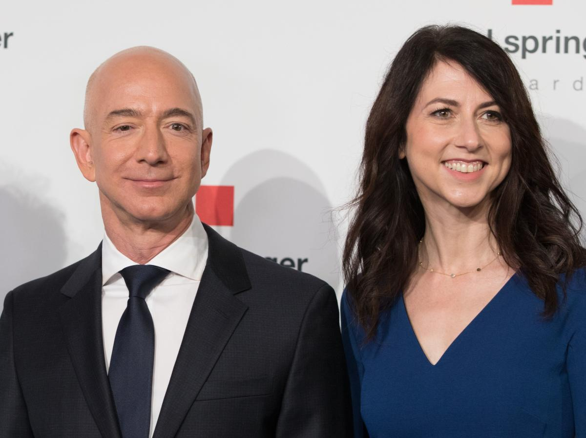 Amazon founder Jeff Bezos, rated the world's wealthiest person, announced on January 9, 2019 on Twitter that he and his wife Mackenzie Bezos were divorcing after a long separation. AFP file photo.