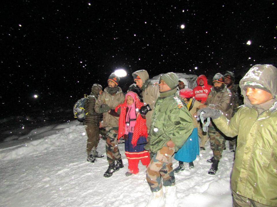 Army personnel rescuing tourists in Sikkim. (Image courtesy Indian Army)