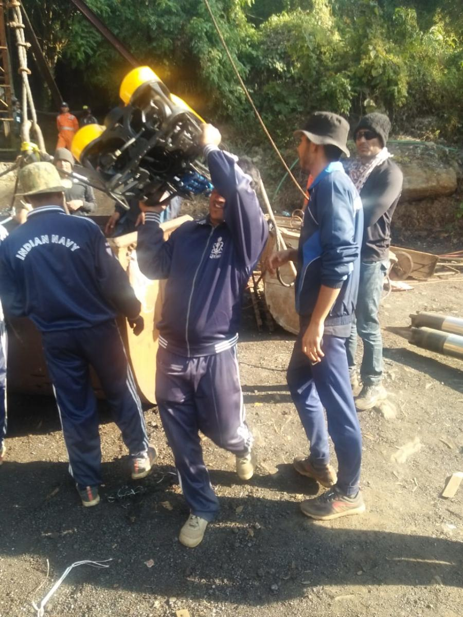 Navy personnel carrying out search in Meghalaya coal mine. DH photo