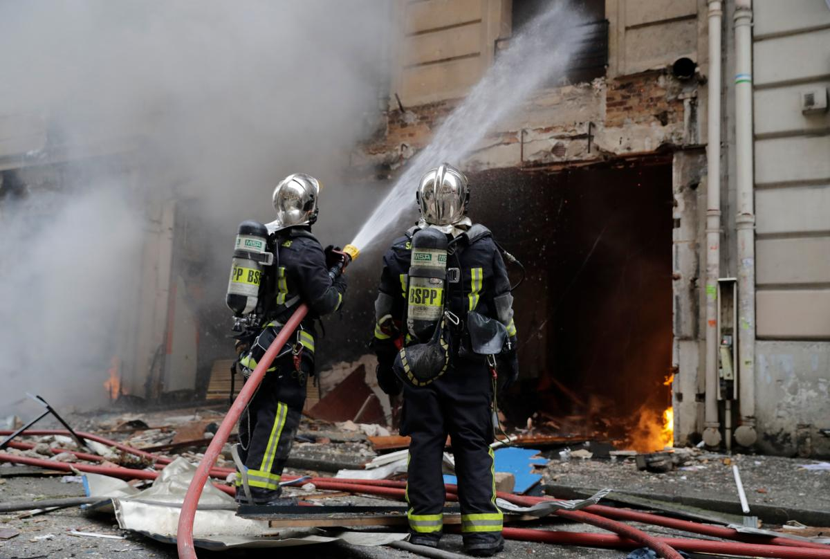 Firefighters extinguish a fire after the explosion of a bakery on the corner of the streets Saint-Cecile and Rue de Trevise in central Paris on January 12, 2019. - A large explosion badly damaged a bakery in central Paris on January 12, injuring several p