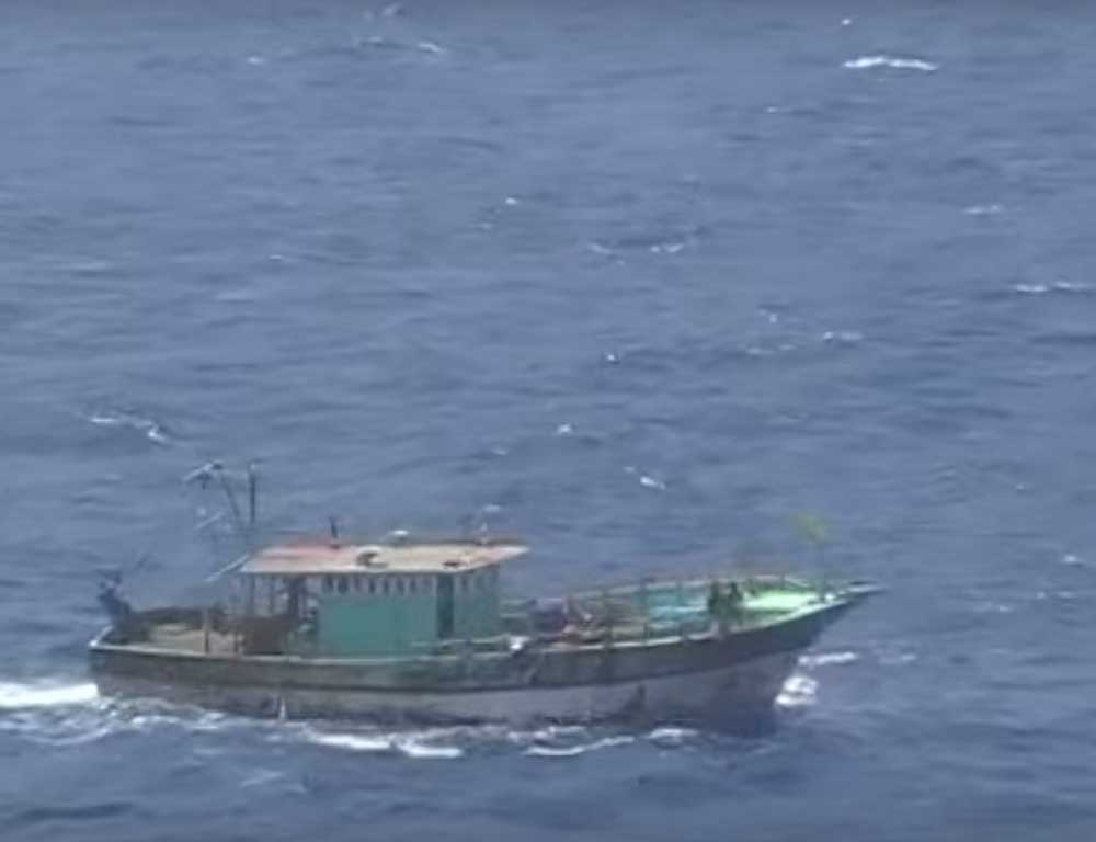 As many as 200 boats left on Sunday night for a combined search operation to trace the seven missing fishermen.