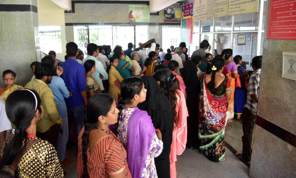 People approached government hospital due to unavailability of private hospital services as part of Belagavi Chalo, at K C Genaral Hospital, Malleshwara, in Bengaluru on Monday. Photo/ B H Shivakumar