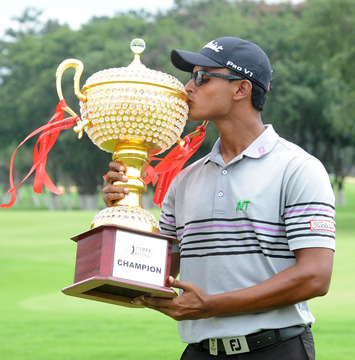 Viraj Madappa with the trophy after winning the TAKE Solutions Masters in Bengaluru on Sunday. DH photo/ Srikanta Sharma R
