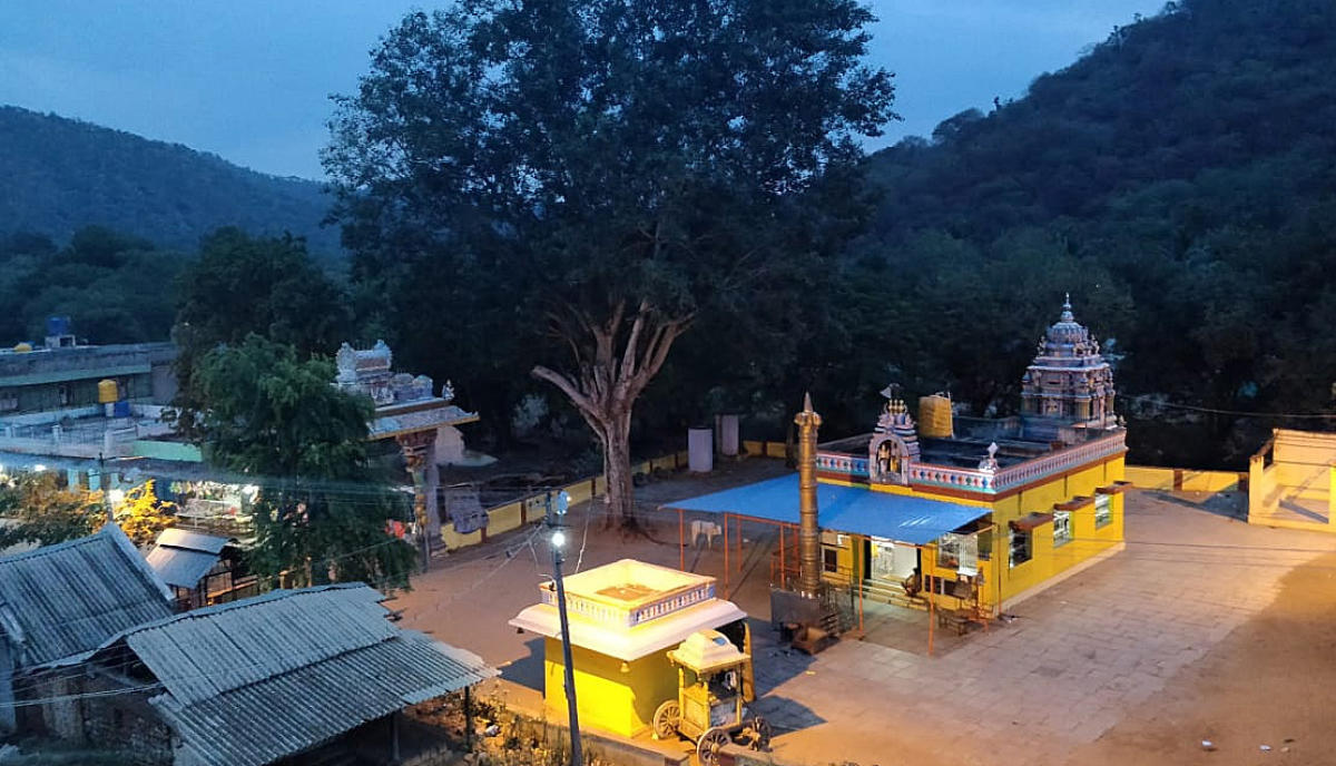 An overview of the Anjaneyaswamy temple at Muthathi. DH Photo/Ashwini Y S