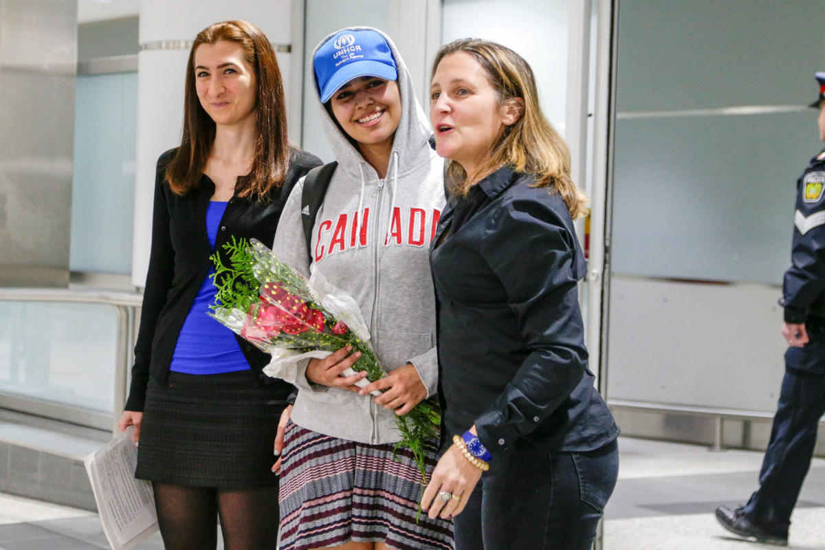 Rahaf Mohammed al-Qunun (C) accompanied by Canadian Minister of Foreign Affairs Chrystia Freeland (R) and Saba Abbas, general counsellor of COSTI refugee service agency, arrives at Toronto Pearson International Airport in Toronto. Reuters