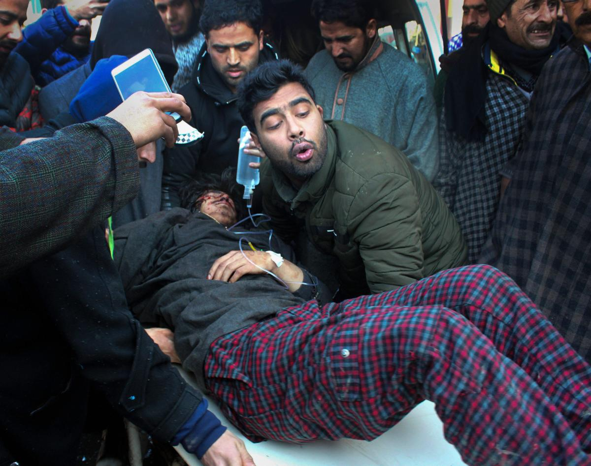 An injured civilian arrives for treatment, at SMHS hospital in Srinagar on Sunday, Jan 13,2019. Many civilians got injured in clashes at Shopian which erupted during the funeral of Commander-in-Chief of Al-Badar militant outfit Zeenat-ul-Islam. (PTI Photo