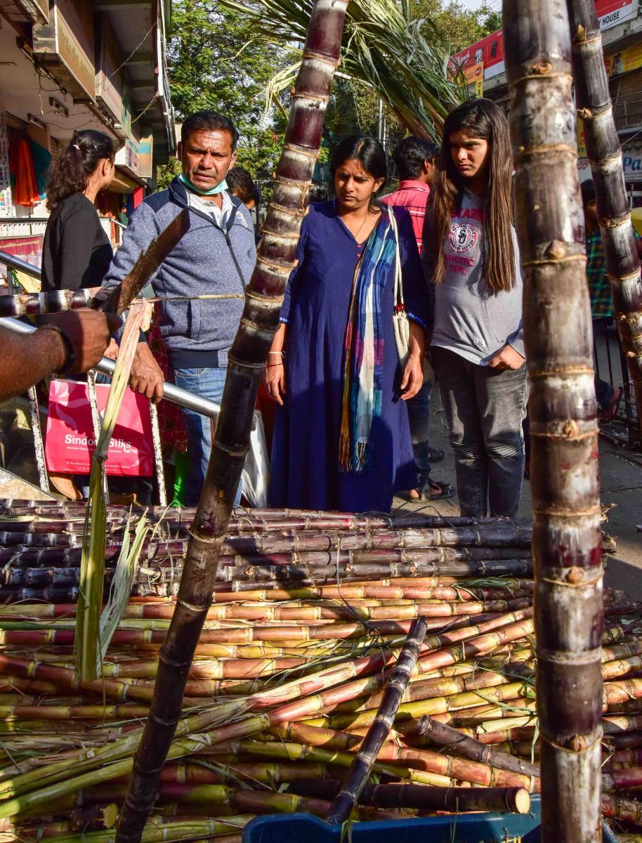 People make a beeline for the Malleswaram market on Sunday to purchase essentials like sugarcane, ellu (sesame), bella (jaggery), kadale (fried gram) and sakkare achchu (sugar block) ahead of Sankranti on Tuesday. DH Photos/MANJUNATH M S & S K DINESH